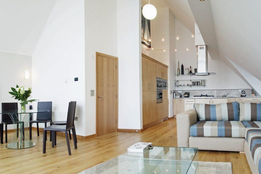 Bridgedeck living area
